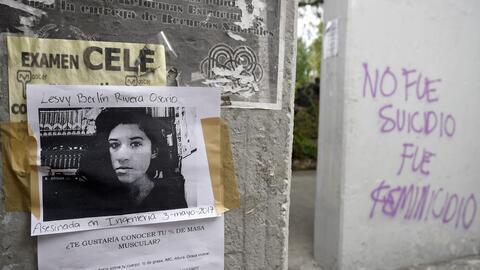 Consignas colocadas en la UNAM donde se pide justicia para Lesvy Berl&ia...