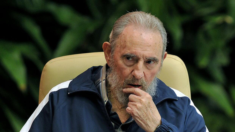 La larga presencia de Castro en la vida política cubana se debe en gran...