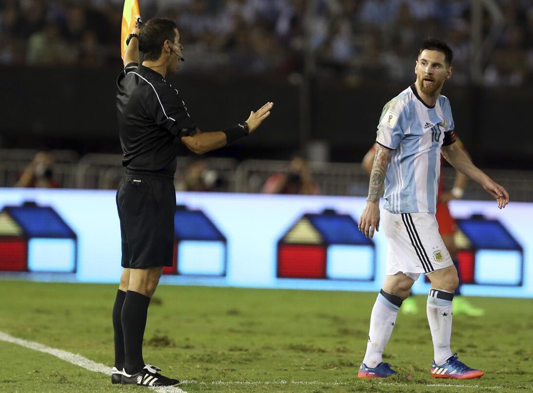 De Messi hasta James, polémicas de ídolos del fútbol latinoamericano Get...