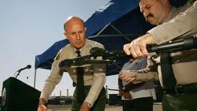 Alguacil de Los Angeles dicto nueva politica contra sospechosos armados...