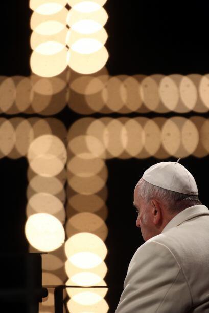 """""""Guíanos Jesús de la cruz a la resurrección. Enséñanos que el mal no ten..."""