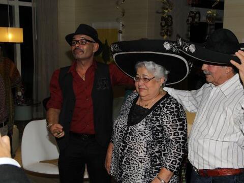 Nuestro querido Jose Antonio celebró su cumpleaños en comp...