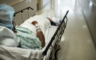 La mujer de 53 años fue al hospital porque sufría de un do...