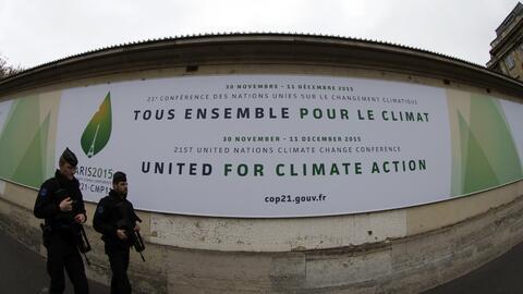 Enfrentamientos entre manifestantes y policía en París en la víspera de...