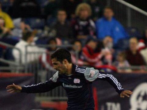 Un gol de penalti de Shalrie Joseph fue suficiente para que New England...