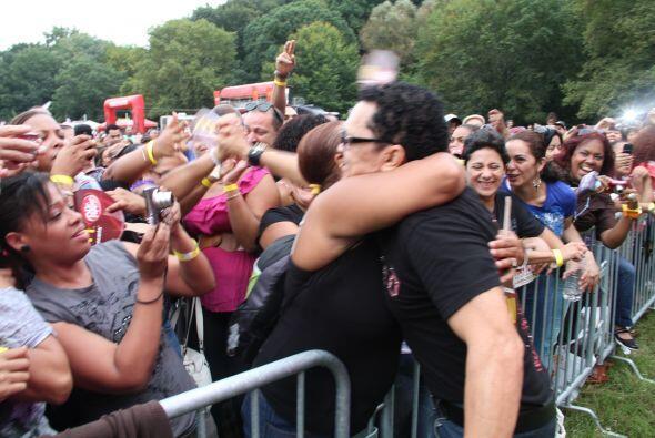 Los Rosario en El Latin Grammy® Street Party 4a6006b836354feda802d6f9875...