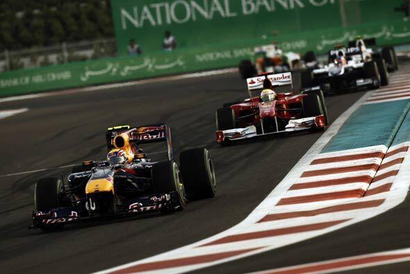 Mark Webber pasó momentáneamente a Alonso al inicio de la carrera, pero...