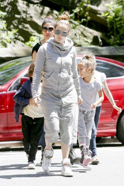 JLo y sus nenes salieron de paseo.