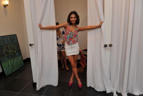 Hasta en el vestidos captamos a Alejandra Espinoza...lástima que llegamo...