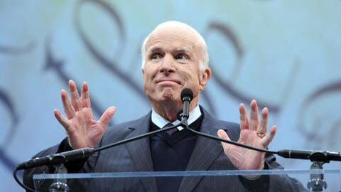 El senador republicano John McCain recibió la Medalla de la Liber...