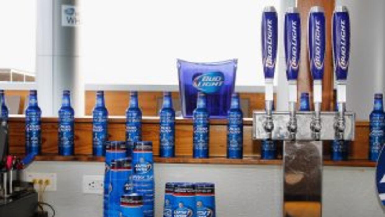 Anheuser-Bush InBev es patrocinador oficial de la NFL bajo la marca Budw...