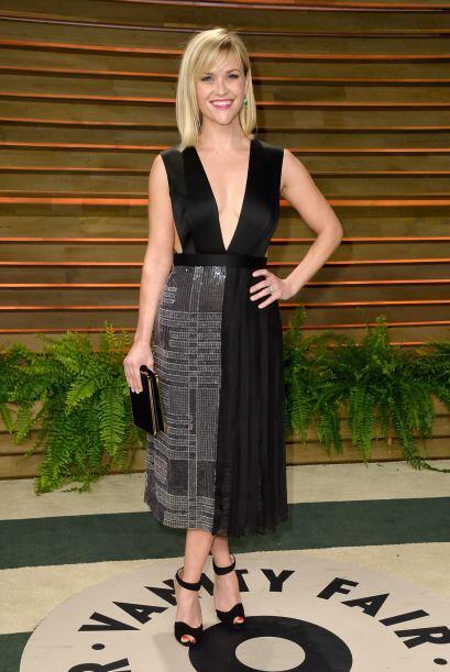 Reese Witherspoon, siempre es muy discreta, pero con este escote lució s...