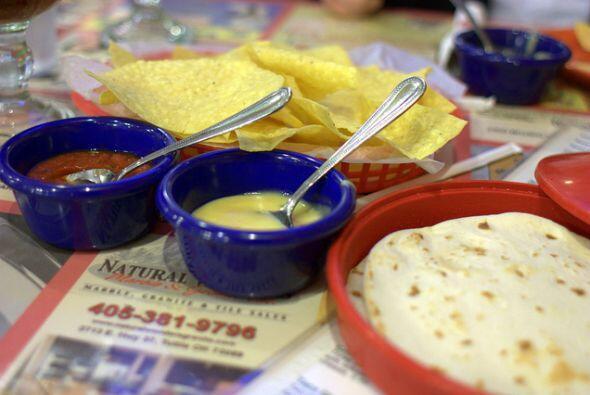 En México les llamamos totopos, en Texas son chips y si son con salsa y...
