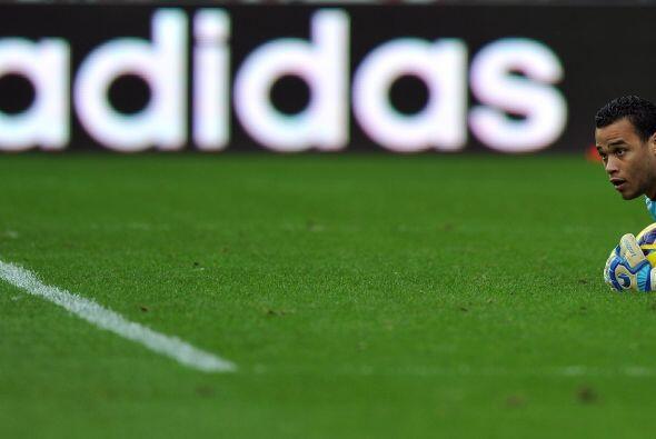 El arquero del Swansea dio una excelente actuación comandando la línea b...