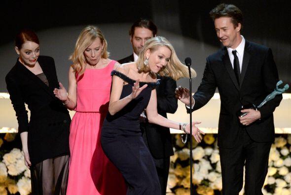 """¿Y se van a creer el """"cuento"""" de que Naomi se tropezó con el vestido de..."""