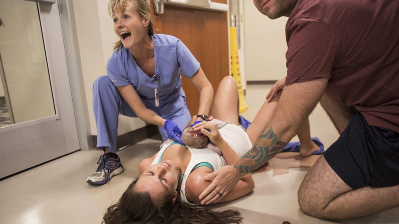 La madre no alcanzó a llegar a la sala de partos y le dijo a su esposo &...