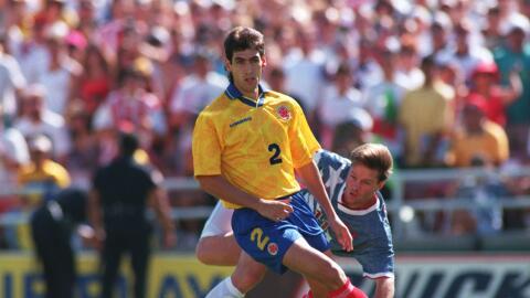 El defensor colombiano Andrés Escobar durante el partido disputado contr...