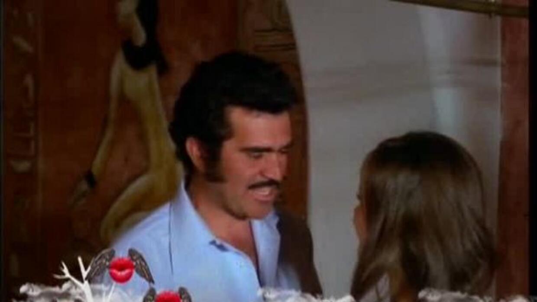 El cantante mexicano muestra que los albañiles también tienen su corazon...