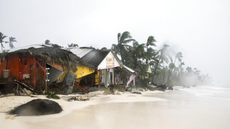 Puerto Rico y Dominica sufrieron graves daños por el paso del hur...