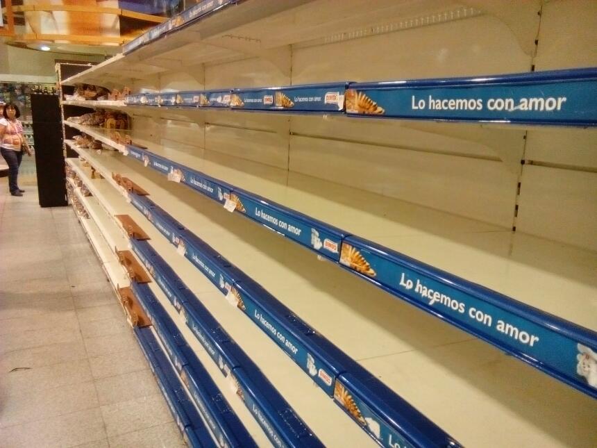 No solo las farmacias están desabastecidas, los anaqueles de supermercad...