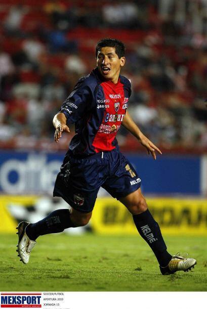 En Perú el delantero peruano Johan Fano firmó un contrato...
