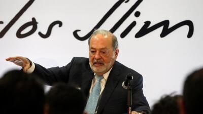 El empresario Carlos Slim habla durante una conferencia en la Ciudad de...