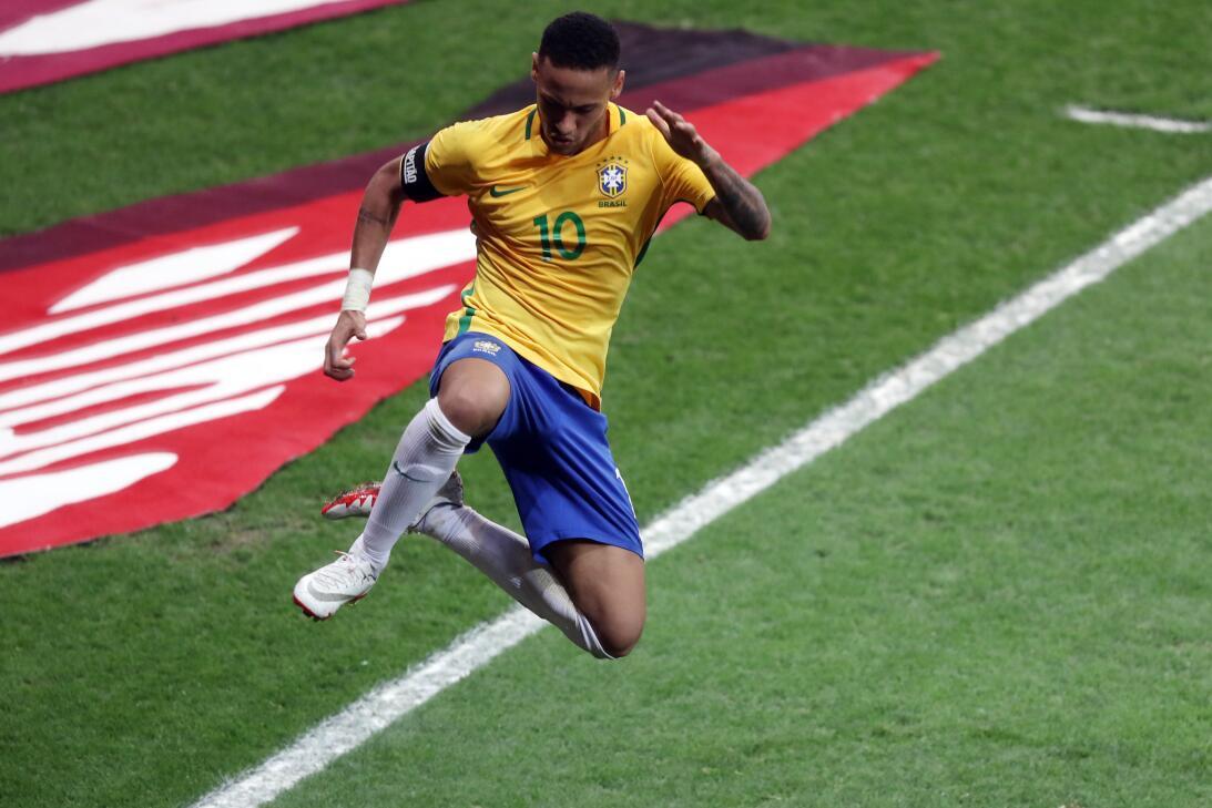 Brasil estuvo de fiesta en el clásico contra Argentina AP_901159763530.jpg