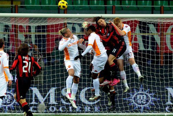 Milan tuvo algunas chances en el primer tiempo pero no pudieron superar...