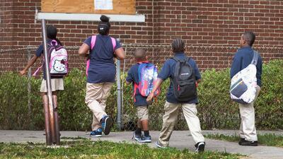 Escuelas públicas de Chicago toman medidas de seguridad tras ser encontrado culpable el oficial Jason Van Dyke