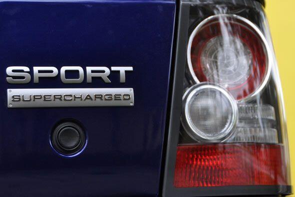 El motor supercargado le da un rendimiento de 17 mpg, pero si quieres al...