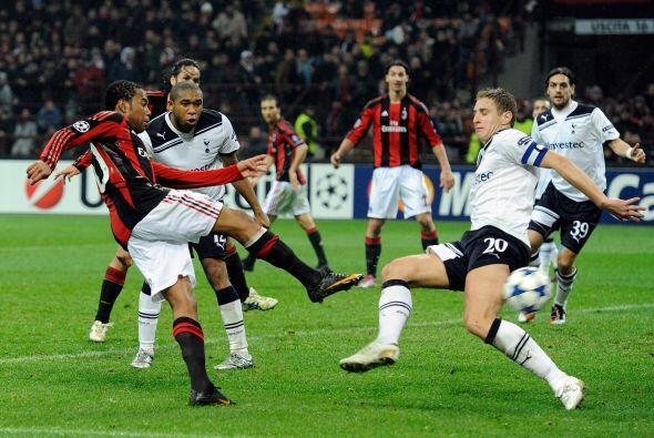 El defensa neutralizó a Robino, Zlatan, Pato y compañía.
