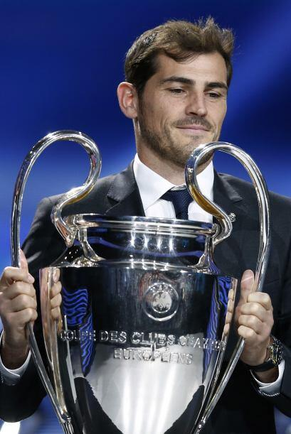 Iker Casillas hizo devolución del trofeo de la Champions, como capitán d...