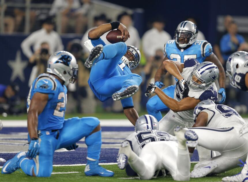 Los Carolina Panthers vencieron 33 - 14 a los Dallas Cowboys en el tradi...