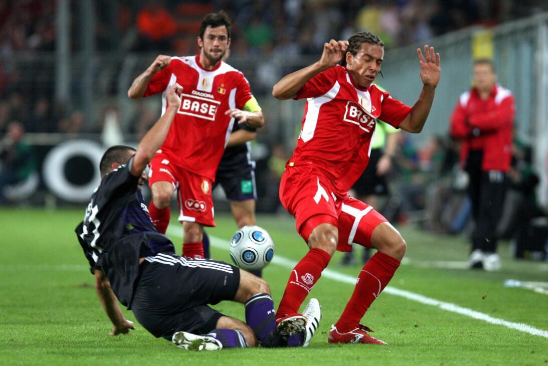 Lesiones escalofriantes en el fútbol mundial gettyimages-90186824.jpg