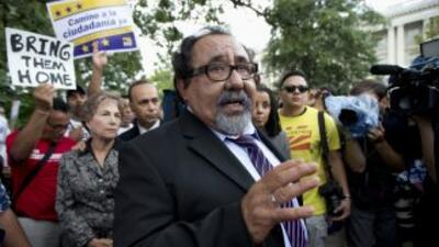 Los congresistas demócratas Raúl Grijalba (Nevada) y Luis Gutiérrez (Ill...