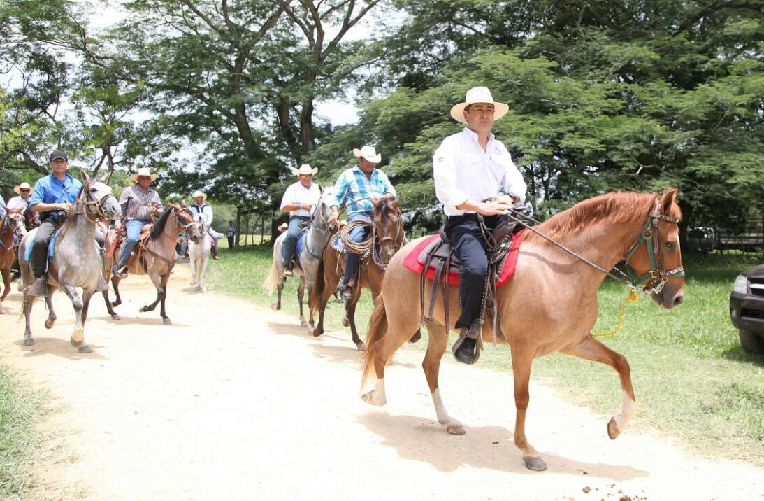 En fotos: los orígenes humildes del presidente de Honduras Juan Orlando...