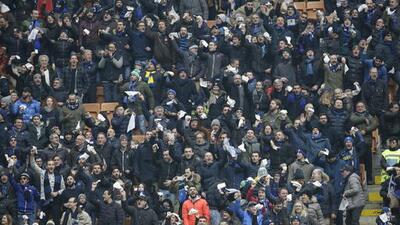 Aficionado muere atropellado tras enfrentamientos entre ultras en el Inter vs. Nápoles
