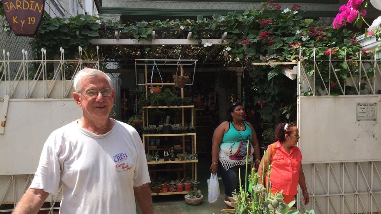 Hermes Perdomo abrió la tienda frente a su casa