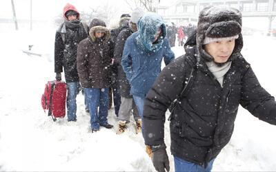 Alrededor de 3,000 vuelos fueron cancelados en los aeropuertos de Nueva...