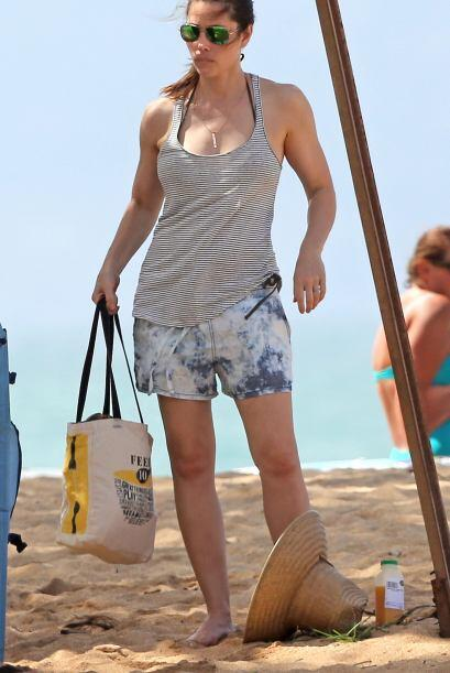 Llegó a la playa lista para disfrutar del sol y mar.