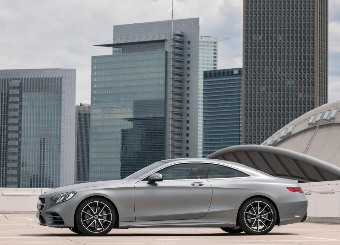 Mercedes-Benz actualiza los coupés y convertibles de la Clase-S Mercedes...