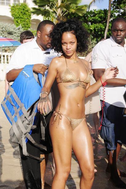 Rihanna decidió irse a su natal Barbados.Mira aquí los videos más chismo...