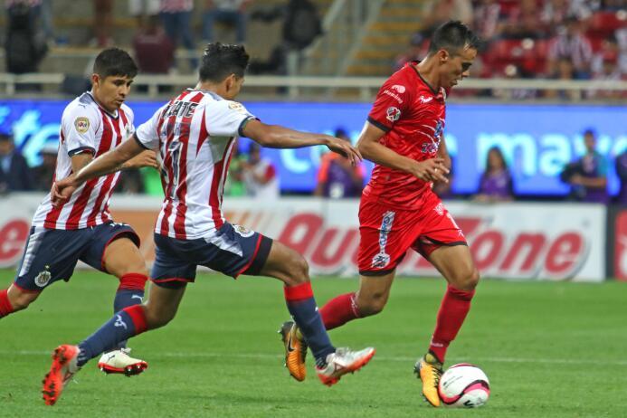 En duelo de golazos, Chivas cae en casa ente Lobos BUAP 20170926-4267.jpg