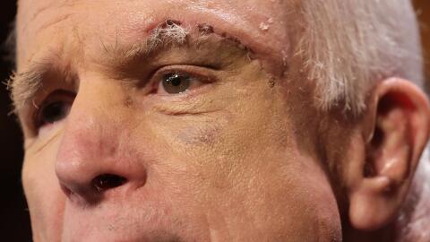 El voto decisivo provino de John McCain que se reincorporó esta s...
