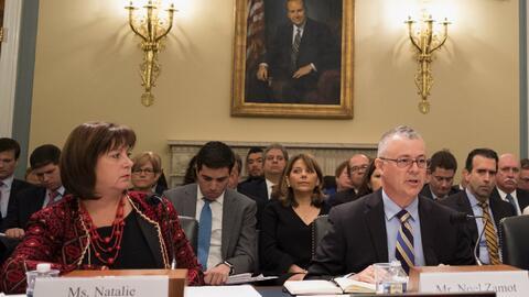 La directora ejecutiva de la Junta de Control Fiscal, Natalie Jaresko, y...