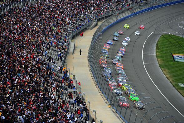 La cuarta fecha de la Serie Sprint de la NASCAR se celebró en Fontana, C...