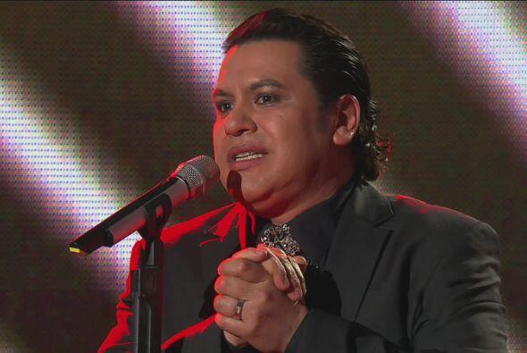 """Para hacer dueto con Juan Gabriel. Juntos cantaron """"Te sigo Amando""""."""
