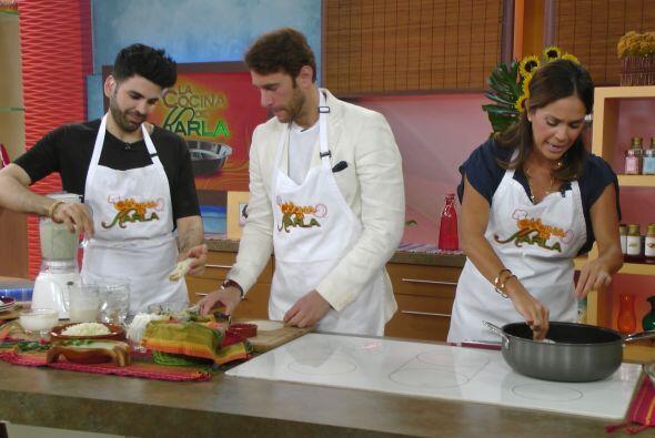 El actor mostró sus habilidades culinarias y aprendió a preparar unos de...