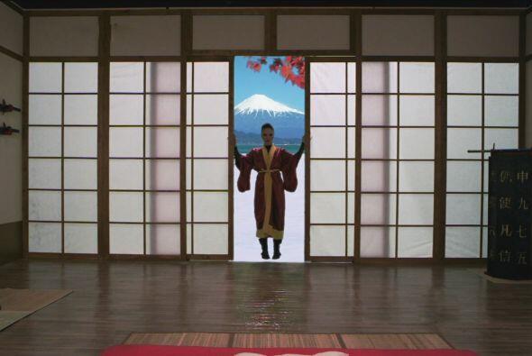 El enredo comienza cuando la novia japonesa de Zacarías llega a casa.