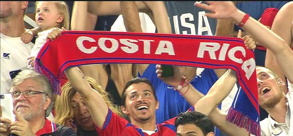 Aficionados en la semifinal EEUU-Costa Rica